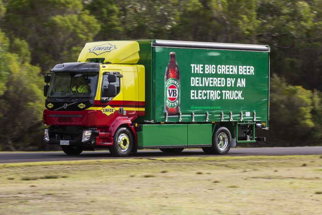VB and Linfox start electric truck deliveries as transport revolution accelerates