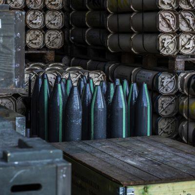 """Att köra ammunition är ett uppdrag som lastbilen kan komma att användas till. Ammuntionen på bilden är dock """"oskarp""""."""