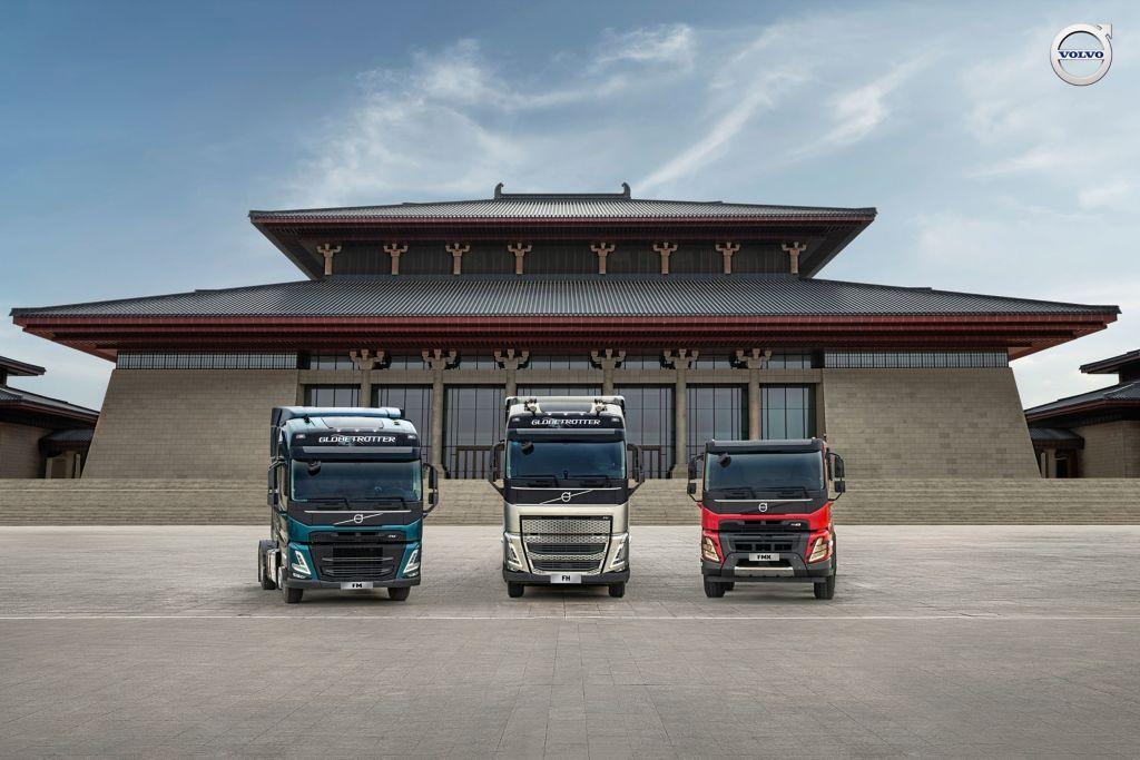 展车从左至右依次为沃尔沃卡车FM、FH、FMX