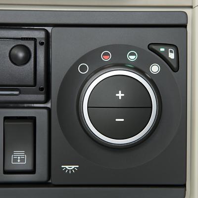 Controlo de climatização no painel de instrumentos do Volvo FH