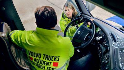 """Volvokoncernens olycksforskningsteam arbetar med säkerhetsvisionen """"noll olyckor""""."""