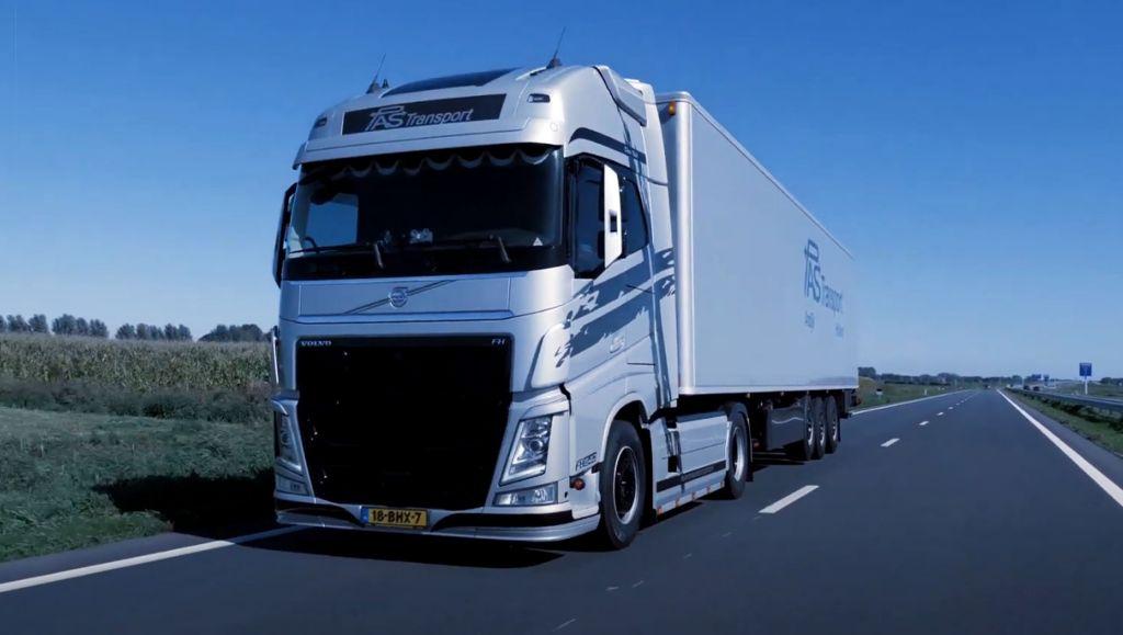 """Eigenrijder Bas Peerdeman over Volvo Dynamic Steering: """"VDS heeft me geholpen om mijn truck uit de vangrail te houden"""""""