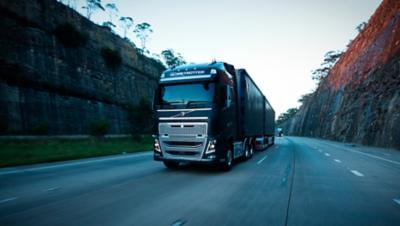 Moteur diesel Volvo FH sur route