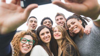 Seven Volvo Group graduates taking a selfie together