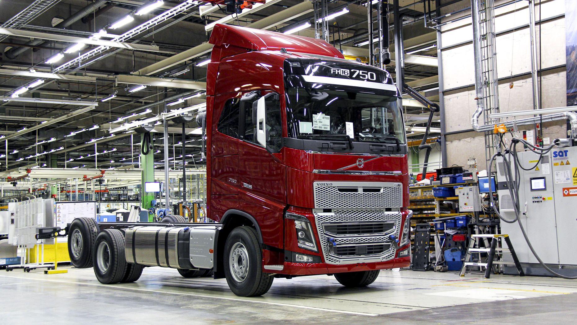 Den sista Volvo FH16 Classic rullar ut från fabriken i Tuve.
