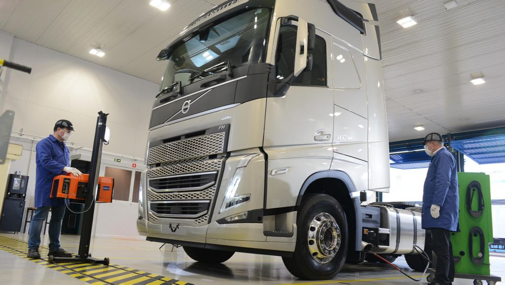 Com caminhões ainda mais conectados, Volvo lança plano de manutenção flexível