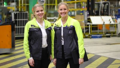 Two individuals from the Volvo Group Operations Graduate Program standing next to each other in a Volvo manufactory