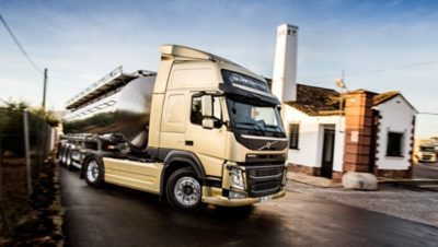 A Direção Dinâmica Volvo reduz a pressão sobre o pescoço, as costas e os ombros do motorista - até 85%