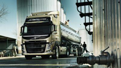 Volvo FM tandem axle lift truck oiltanks