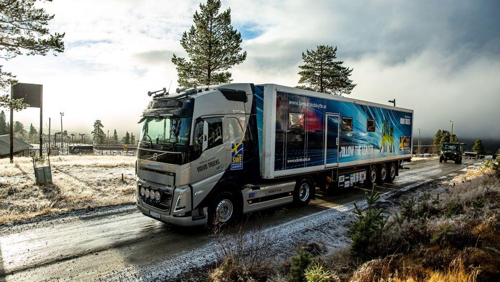 Skidskyttelandslagets nya Volvo FH med I-save.