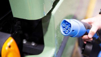 CCS staat voor Combined Charging System, Combo2 voor Combination with Type2. Een CCS/Combo2-aansluiting kan met 400 V AC met 22 kW laden gedurende de nacht.