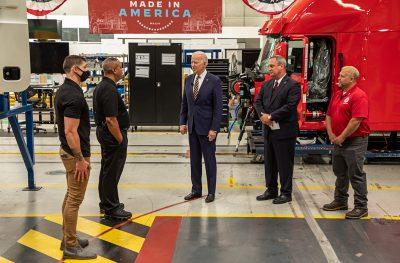 210728-President-Biden-Visits-Mack-LVO-Facility_2