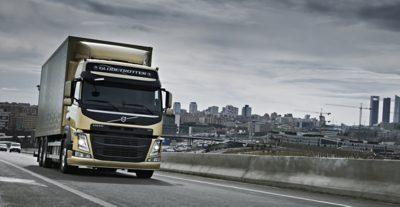 Volvo FM tandem axle lift truck city