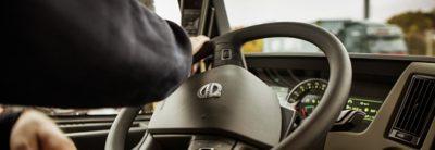 พวงมาลัย I-Shift แบบควบคุมด้วยมือเดียวของ Volvo FM
