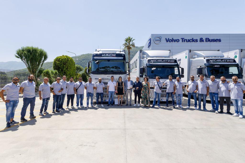 La Sabatino Trasporti sceglie Volvo Trucks per rinnovare più della metà della sua flotta: dodici nuovi veicoli di ultima generazione, per continuare a crescere e raggiungere nuovi sfidanti obiettivi.