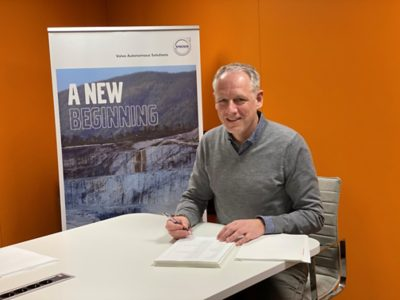 Nils signing the agreement
