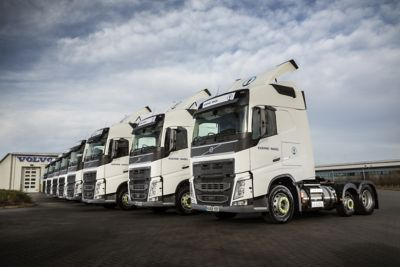 Kuehne+Nagel has put eight new Volvo FH Globetrotter LNG (liquified natural gas) tractor units into 24/7 operation, following its participation in the Innovate UK-funded 'Dedicated to Gas' project.  Two supporting images feature Andrew Blake, National Distribution Manager at Kuehne+Nagel.