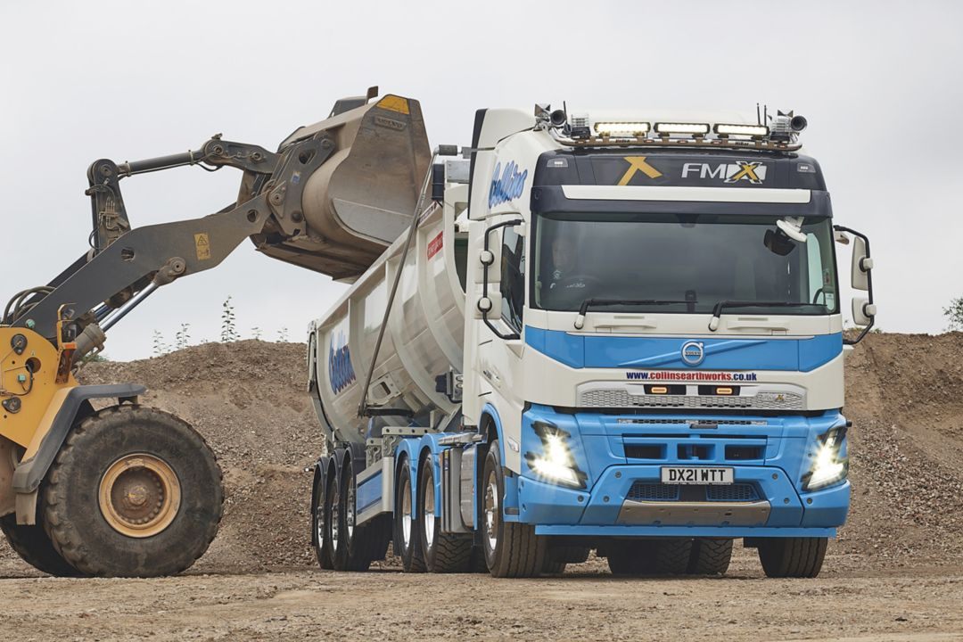 Five new Volvo FMX tractor units for Collins Earthworks