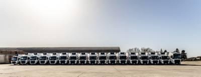 Ecoprogram ha scelto di affidarsi ai mezzi di Volvo Trucks: 18 trattori e due bilici, che si muoveranno sul medio raggio per il rifornimento dei punti vendita, con in media due giri giornalieri, tre sulle tratte più brevi.