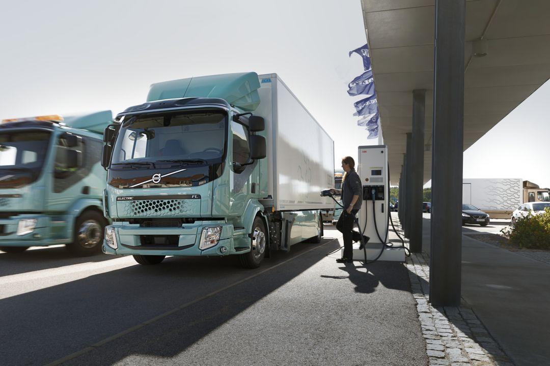 Prechod na elektrické nákladné vozidlá si vyžaduje inteligentný štart