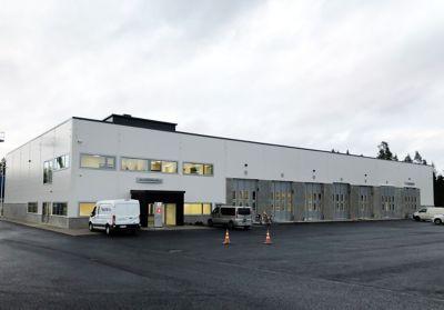 Volvo Truck Center Jyväskylän uusi rakennus 3.11.2020 kuvattuna.