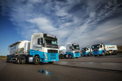 Longcliffe Quarries has added eight FH 6x2 tractor units and two FM 8x4 rigid tippers to its fleet
