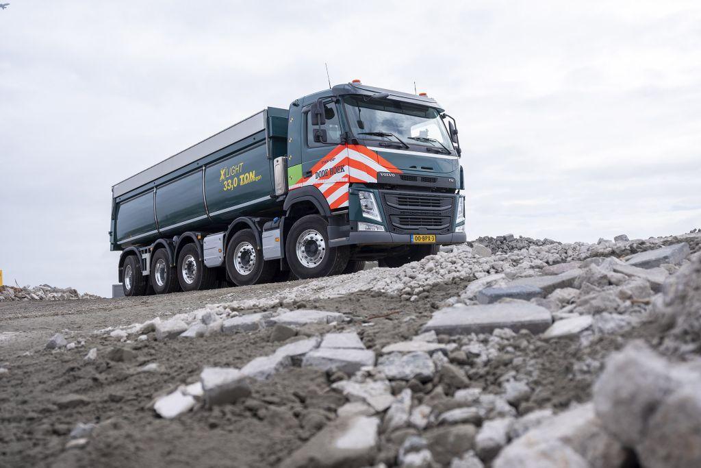 Nieuw: Volvo FM X-Light 10x4 met extreem hoog laadvermogen voor de infra-sector