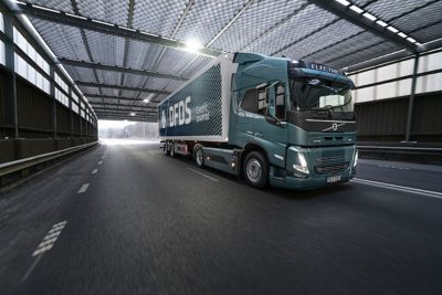 The first Volvo FM Electric was handed over to DFDS in August. The delivery of the additional 100 trucks will start in Q4 next year.