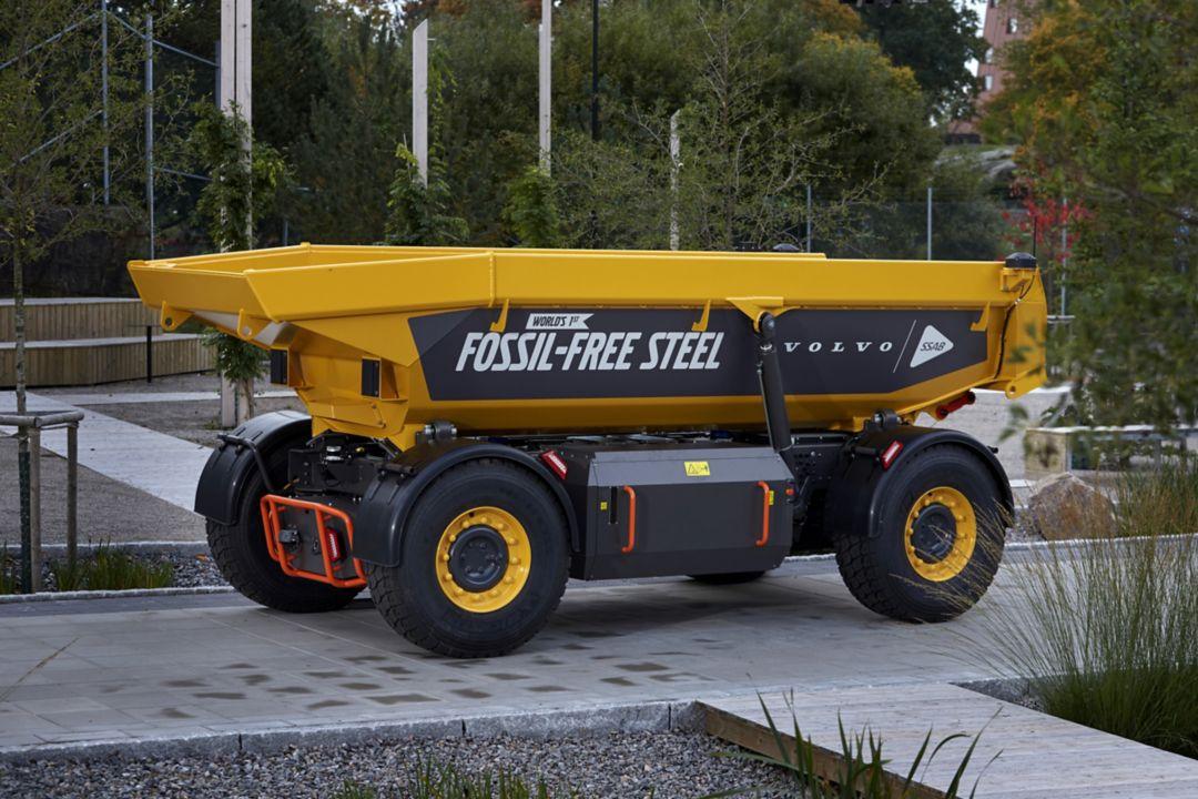 Volvo lança primeiro veículo do mundo de aço produzido sem uso de energia de origem fóssil