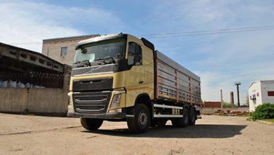 Volvo FH 6x4 с зерновозным кузовом
