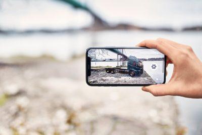De nieuwe Volvo Trucks-modellen kunnen met de nieuwe AR-app overal worden geplaatst..