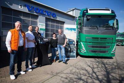Die Spedition Johe Sensbachtal konnte den ersten Volvo FH der neuen Modellreihe in ihren Fuhrpark aufnehmen