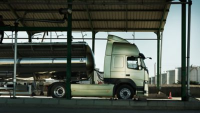 Volvo FM chassis silver tank sideview