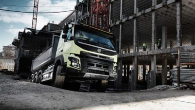 Volvo FMX crawler gears control in every direction