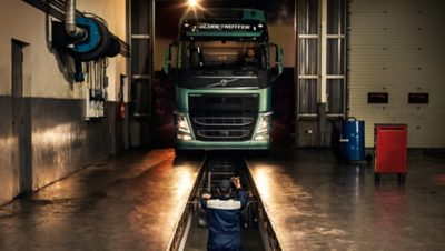 Volvo trucks dealer euro 6 workshop services overview mechanic and truck
