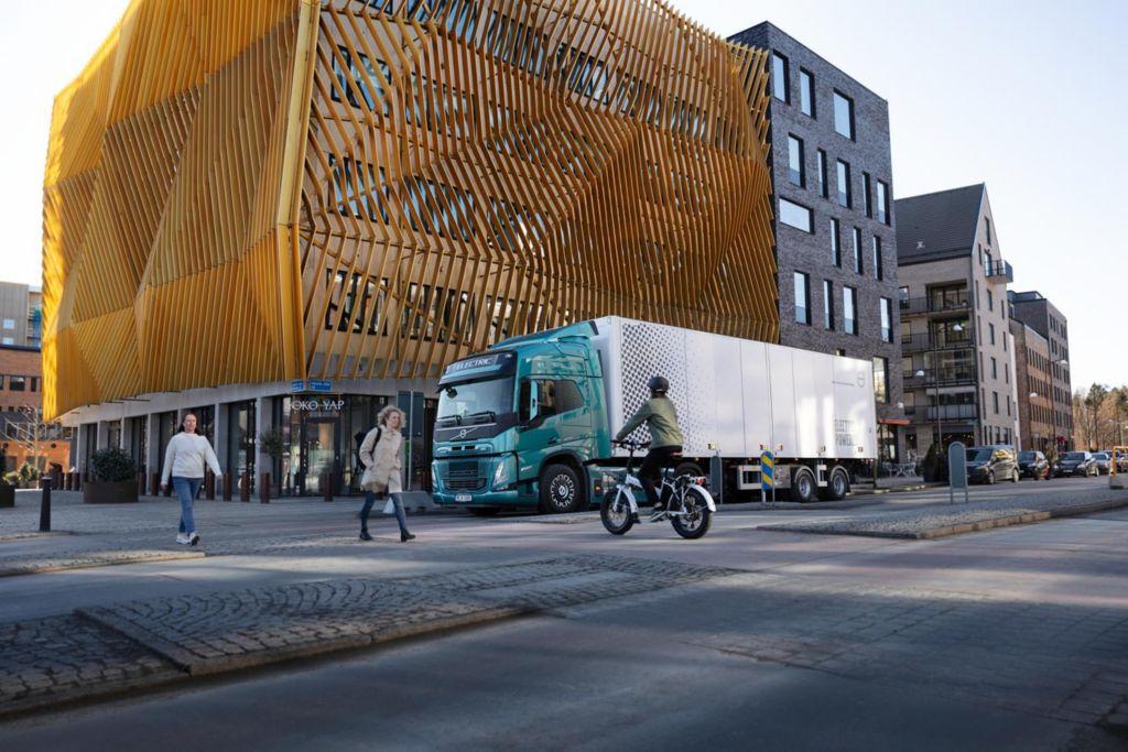 Für mehr Sicherheit - Volvo Trucks stattet elektrische Lkw mit speziellen akustischen Signalen aus