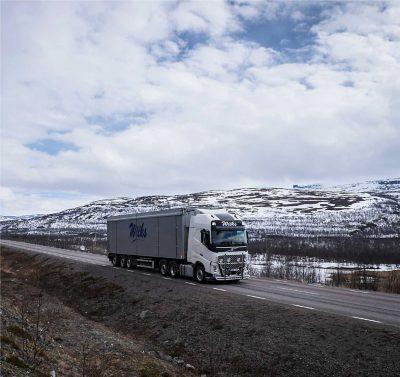 Laut Lars Lindgren hält der mit dem I-Shift-Doppelkupplungsgetriebe ausgestattete Lkw eine gleichmäßigere und höhere Geschwindigkeit auch auf Straßen, auf denen die Fahrbedingungen sehr anspruchsvoll sind.