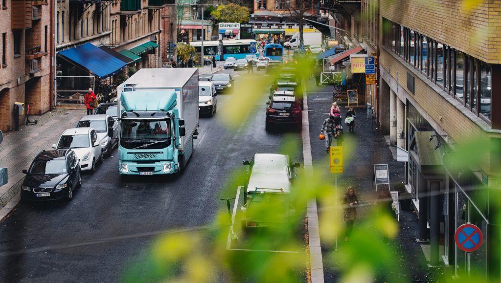 Compania ICA Suedia își începe călătoria către electrificare, alături de Volvo Trucks