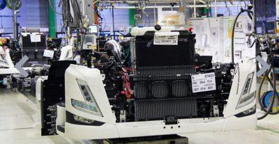Kuljetus M. Holmströmin FM oli yksi ensimmäisistä sarjatuotannon Volvoista Göteborgin Tuven tehtaalla keväällä 2021.