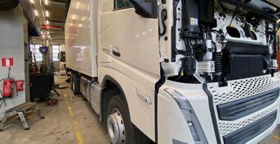 Kuljetusyrittäjä Kalevi Aaltoselle tulossa uuden mallin Volvo FH460, joka on varustettu I-Save-teknologialla.