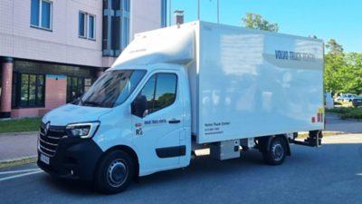 Erillisellä kuormakorilla varustetut pakettiautot
