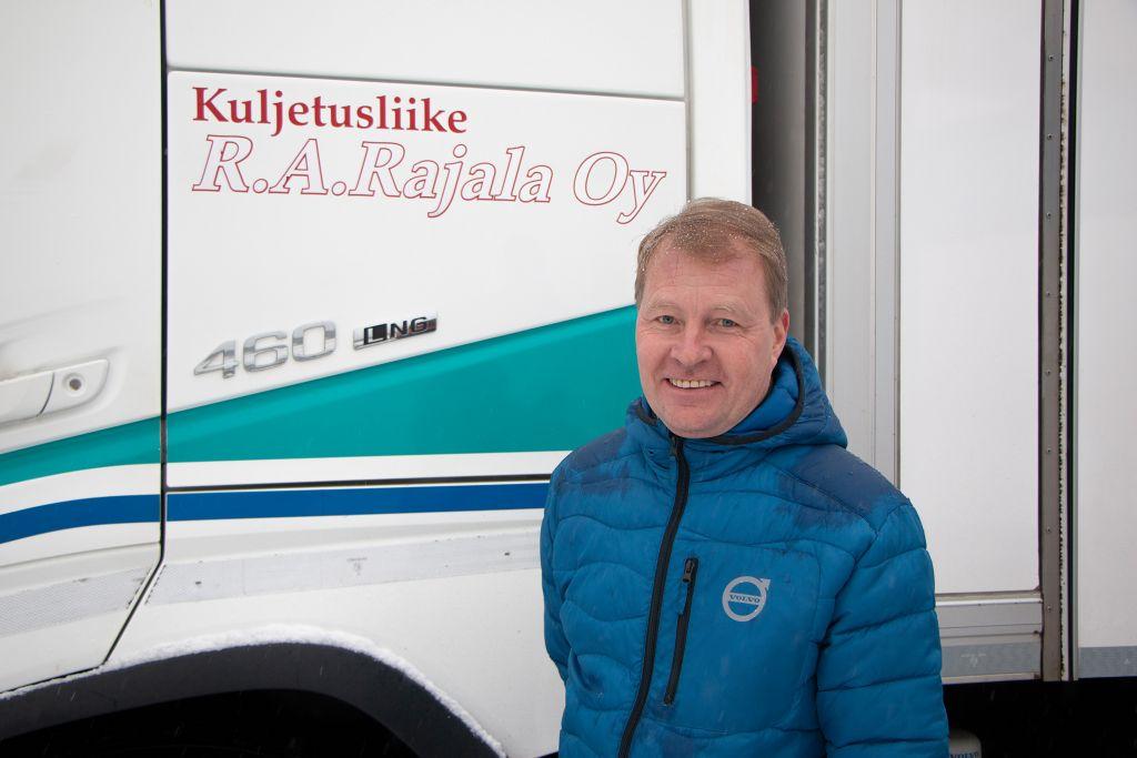 Kuljetusliike R.A. Rajala Oy:n Volvo FH LNG