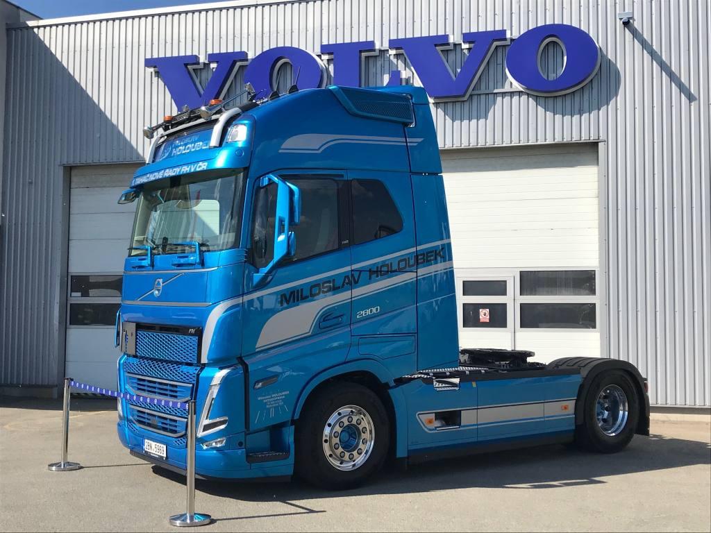 Vozidlo Volvo FH nové generace bylo předáno společnosti Miloslav Holoubek.