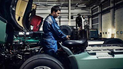 Os especialistas da Volvo Caminhões usam apenas peças genuínas Volvo