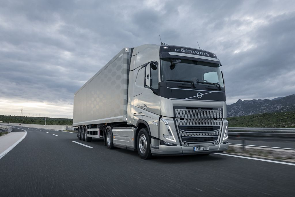 """""""Girteka Logistics"""" perka 2.000 """"Volvo"""" sunkvežimių"""