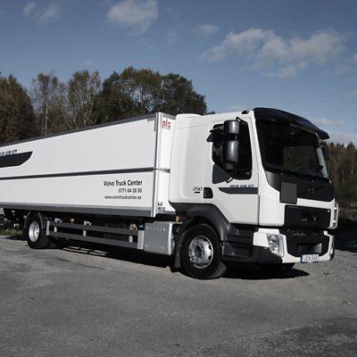 Volvo FL 4x2 skåpbil med baklyft