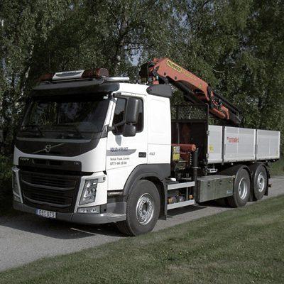 Volvo FM 6x2 med kran, tippbart flak och drag (VBG)
