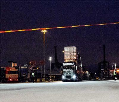 Containertransporten nærmer sig målstregen 100meter fra startstedet.