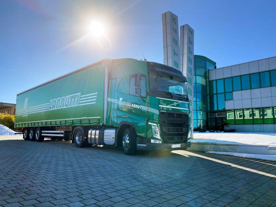 Volvon I-Save -toiminto on polttoainetehokkuuden ja erinomaisen ajattavuuden tae – Italialaiselle kuljetusliikkeelle jättimäinen Volvo FH I-Save -tilaus