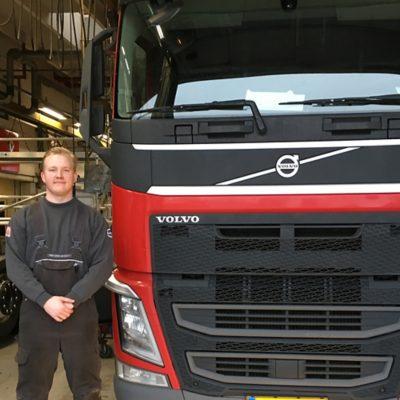 Mekaniker hos Volvo Truck Center Aarhus